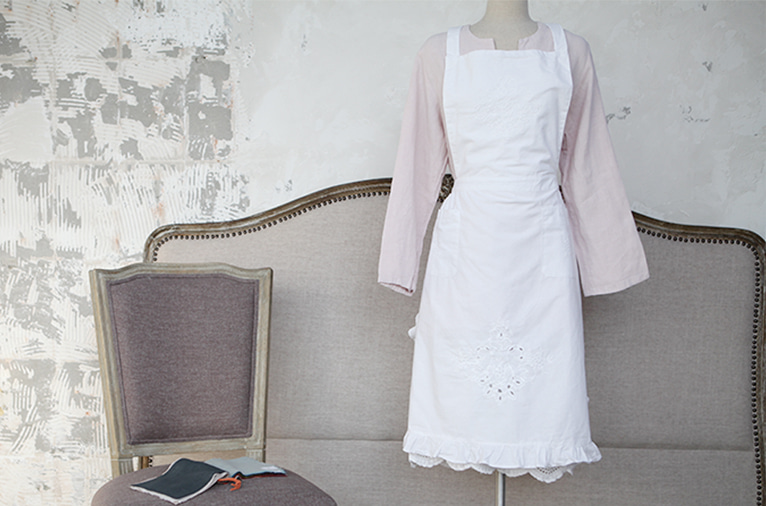 Classic frill point apron (APMV11)