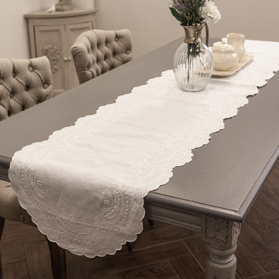 Classic table runner (TRMV4)