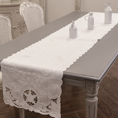 Classic table runner (TRMV5)