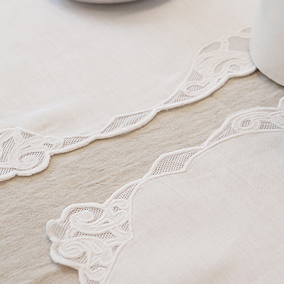 Simple embroidery placemat (PMMV9)