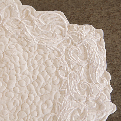 Baroque cotton-quilted placemat (QPM-MV-1-WH)