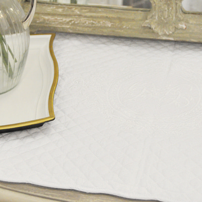 Initial embroidery cotton-quilted placemat (QM-MV-1-WH)